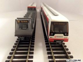 Wenn der Wagenkasten abgenommen wird, kann man das Zugziel austauschen. Man kann es auch oben auflegen, aber eigentlich hängt es an der Wagendecke. Es zeigt U3 Barmbek, eine Originalmatrix eines DT5.