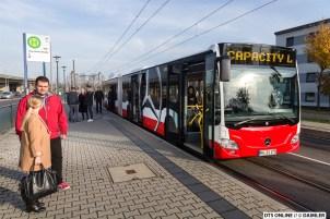 Der CapaCity an einer Haltestelle in Mannheim