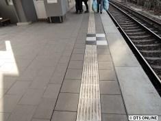 Nur ein Teil des Bahnsteigs wurde erneuert