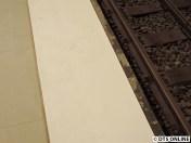 Die Bahnsteigkante sieht noch ein wenig unfertig aus - jedenfalls scheint der Bahnsteig enger geworden zu sein. Zwei Zentrimeter...