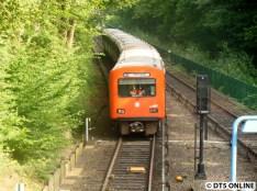 Während der U1-Sperrung Langenhorn Markt - Ochsenzoll ein ungewohnter Gast in Langenhorn, nur selten kommen die DT2 noch als Reservezug außerhalb der üblichen Zeiten zum Einsatz.