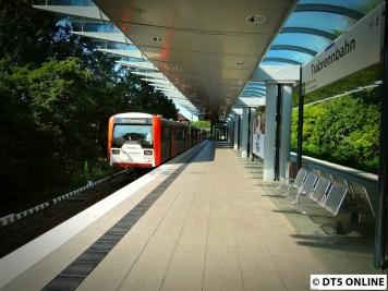 Es folgt ein DT3-Kurzzug mit 6 Wagen.