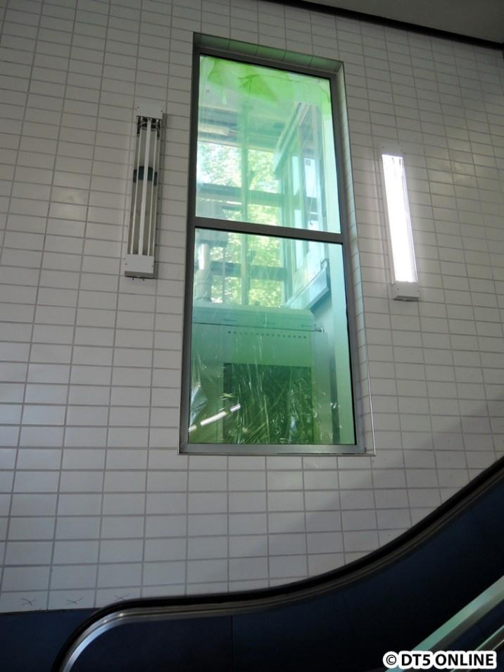 Zum Abschluss nochmal der Aufzugschacht. Wie Hallerstraße läuft hier durch, dass dieser Aufzug in Inspektion sei