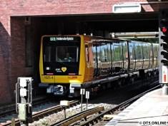 Beschildert als U3 Nollendorfplatz fuhr der Zug ein paar Meter hin und wieder zurück. Bremstests?