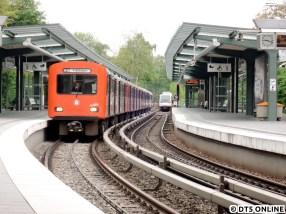Seit wenigen Tagen ist die DT2-Ära bei der HOCHBAHN zu Ende. Mitte Mai fuhr der DT2-Verband 791/780/752/763 in die Haltestelle Kellinghusenstraße ein, wie eigentlich jeden Morgen, dieser Zug fuhr sogar in den Hamburger Maiferien…