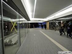 Einige Läden sind bereits bezogen, so z.B. ein Edeka-Markt (wie am Flughafen und am Hauptbahnhof)