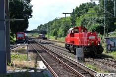 Danach ging es zurück in Richtung Barmbek, durchaus selten ist das Aufeinandertreffen von einem Zug der BR 474 mit einem DT5 und einer Gravita.