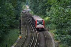 Zwischen Buckhorn und Volksdorf: Der Zug hat bereits umgeschildert um mit dem Ziel Ohlstedt in den Endbahnhof Volksdorf einfahren zu können.