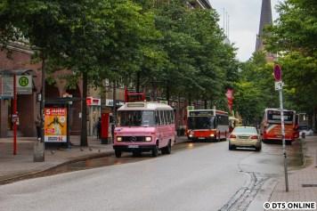 Wenige Augenblicke später die Bergziege O 305 D, welche ab 1981/82 für die Hochbahn und ab 1990 für die PVG auf der Kleinbuslinie 48 durch Blankenese fuhr.