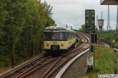 Der Traditionszug der S-Bahn erreicht den Bahnhof Diebsteich, welcher in den kommenden Jahren als Altona-Nord projektiert deutlich an Bedeutung gewinnen soll.
