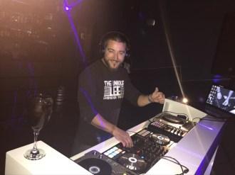 Mikel DJ en Cabina