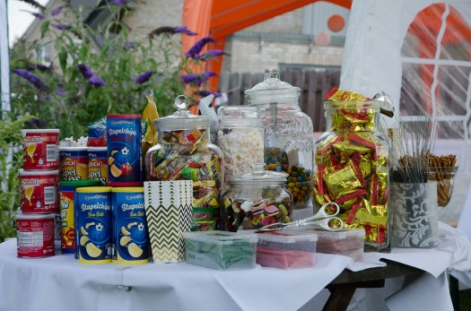 Mesa de chucherias en nuestra Candy Bar