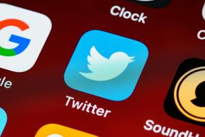 Twitter news notification it is very easy to stop news notifications on your iPhone, Android, Mac book, Chromebook and PC