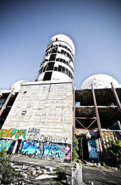 Looking-up-at-Teufelsberg-2011