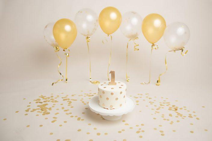 Cake Smash Glasgow - cream and gold cake