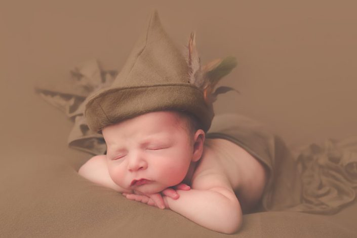 glasgow baby photographer - baby in robin hood hat