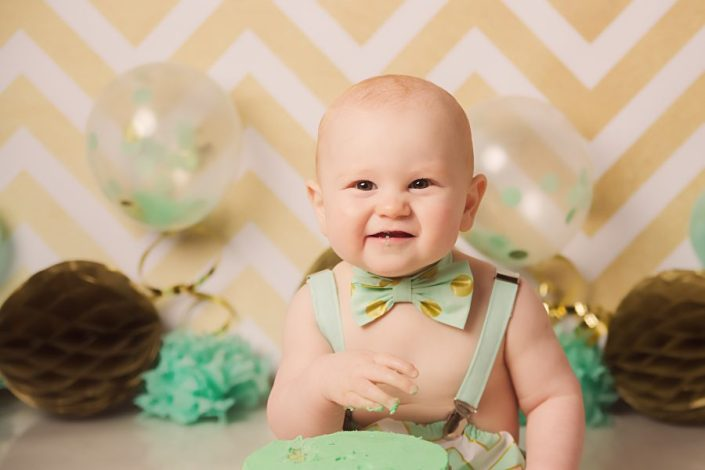 1st birthday cake smash glasgow - boy wearing green bow tie