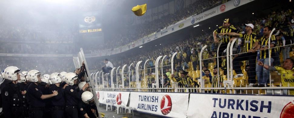 Schwere Krawalle überschatten Titel-Feiern von Galatasaray