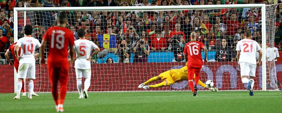 Türkei gewinnt - Ronaldo und Co. blamiert und ausgebuht