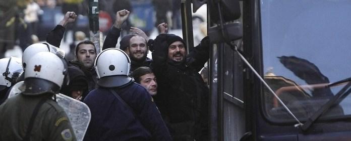 Griechische Neonazis beleidigen Atatürk