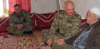 Türkischer Offizier spricht Kurdisch
