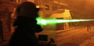 Pilotenvereinigung fordert: Laserpointer als Waffen behandeln