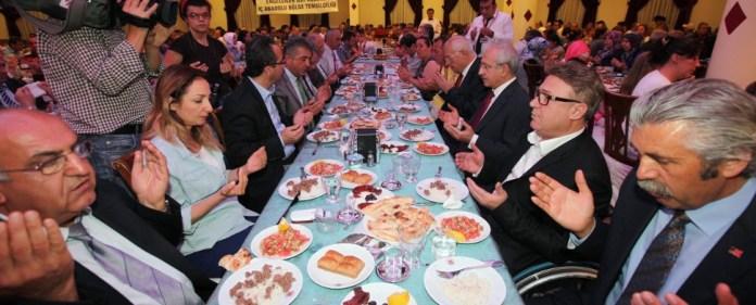 Die CHP entdeckt den Fastenmonat Ramadan