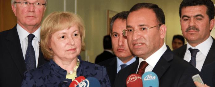 Bekir Bozdag, hier mit Maria Böhmer, ist türkischer Vizepremier und für die Auslandstürken zuständig.