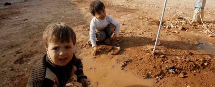 Syrische Kinder spielen in einem Flüchtlingslager in der Türkei.