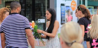 Stuttgart: Tausend Rosen gegen die Zwietracht