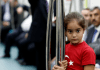 90. Gründungstag der türkischen Republik. Ein türkisches Mädchen in Marmaray - dpa
