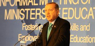 Premierminister Erdogan spricht auf der inoffiziellen OECD-Konferenz am 3. Oktober in Istanbul.