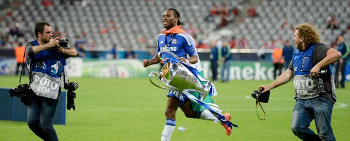 Didier Drogba mit dem Champions League Pokal