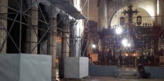 Ein Gerüst steht am 19.12.2013 in der Geburtskirche von Bethlehem (Westjordanland).