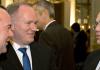 Der amtierende Innenminister Hans-Peter Friedrich (CSU, r) steht am 05.12.2013 in Osnabrück (Niedersachsen) während der Innenministerkonferenz neben dem Innenminister von Niedersachsen und IMK-Vorsitzenden Boris Pistorius (SPD, l) und dem Senator der Behörde für Inneres und Sport der Stadt Hamburg, Michael Neumann (SPD).