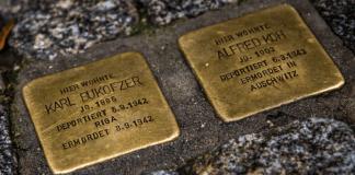 Gedenksteine an zwei Opfern der Holocaust - reuters