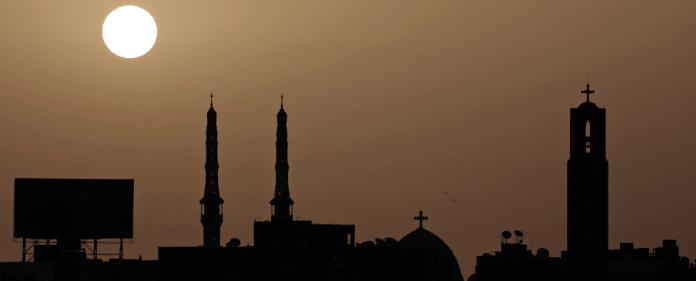 Kirche, Moschee und Synagoge nebeneinander in Kairo.