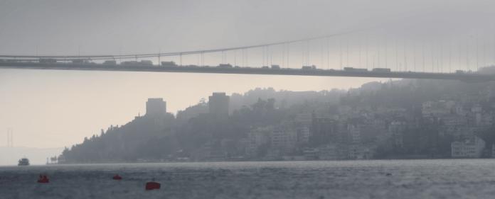 Im Vordergrund die zweite Brücke.