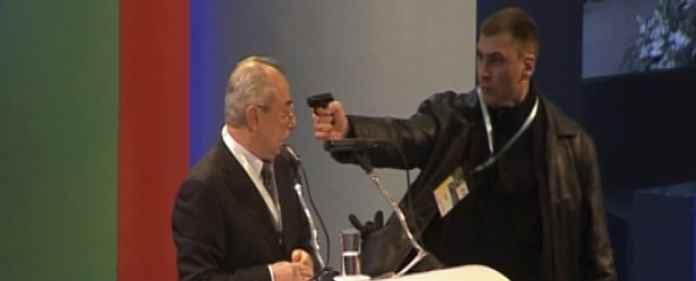 Ein Jahr nach einem Anschlag auf den damaligen türkischstämmigen Chef der DPS in Bulgarien, ist der Angreifer zu dreieinhalb Jahren Haft verurteilt worden.