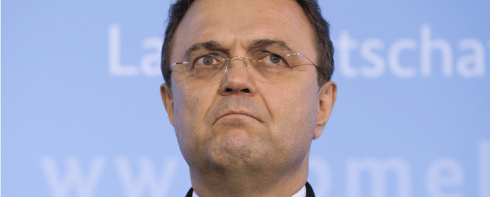 Als Folge der Edathy-Affäre wird nun seitens der Staatsanwaltschaft gegen den früheren Bundesinnenminister Hans-Peter Friedrich ermittelt.