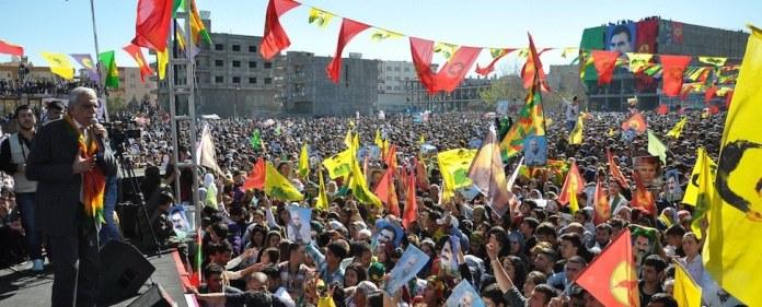 Die BDP forderte auf einer Newroz-Kundgebung in Diyarbakır eine rechtsverbindliche Autonomielösung und die Freilassung inhaftierter Terroristen.