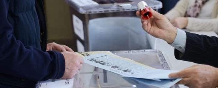 In der Türkei haben die Kommunalwahlen begonnen.