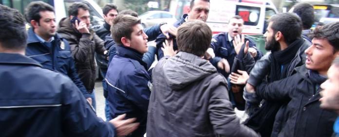 Weil sie an den Gezi-Protesten teilgenommen haben sollen, wurden nun zwei Dozenten aus der Istanbuler Marmara-Universität sanktioniert.