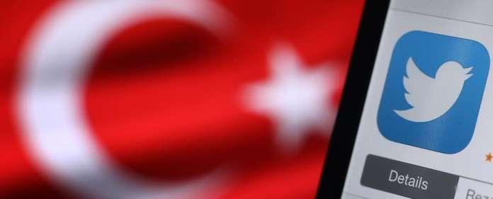 Das türkische Verfassungsgericht hat die heftig umstrittene Sperre des Kurznachrichtendienstes Twitter als unrechtmäßig gewertet.
