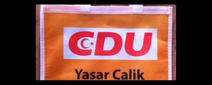 Nachdem einige Mitglieder der NRW-CDU beleidigt auf einen Halbmond-Aufdruck reagiert hatten, der sich auf einem Wahlkampfgeschenk eines deutsch-türkischen Kandidaten befand, musste Generalsekretär Löttgen die Gemüter beruhigen.