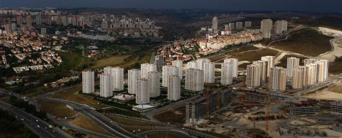 Eine jüngst veröffentlichte Studie zeigt, dass die stetig steigenden Grundstückspreise in Istanbul die Schaffung günstigen Wohnraums dramatisch erschweren.