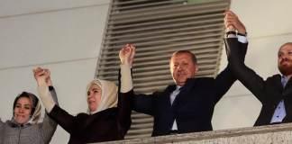 Die Erdogan-Familie nach dem Triumph bei den Kommunalwahlen am 30. März 2014.