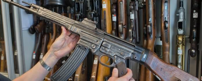 Ein Sturmgewehr 44 aus dem zweiten Weltkrieg ist am 10.04.2014 in der Waffenkammer des Landeskriminalamtes (LKA) in Rampe (Mecklenburg-Vorpommern) zu sehen.