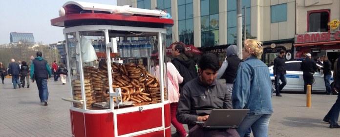 Türkei: Die Stadtverwaltung der Großstadt Istanbul hat an 20 Plätzen freies Internet eingerichtet. Die Bürger scheinen mit der Dienstleistung zufrieden zu sein.