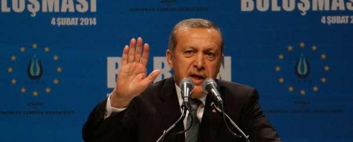 Der türkische Premierminister während seiner Tempodrom-Rede in Berlin im Februar 2014.